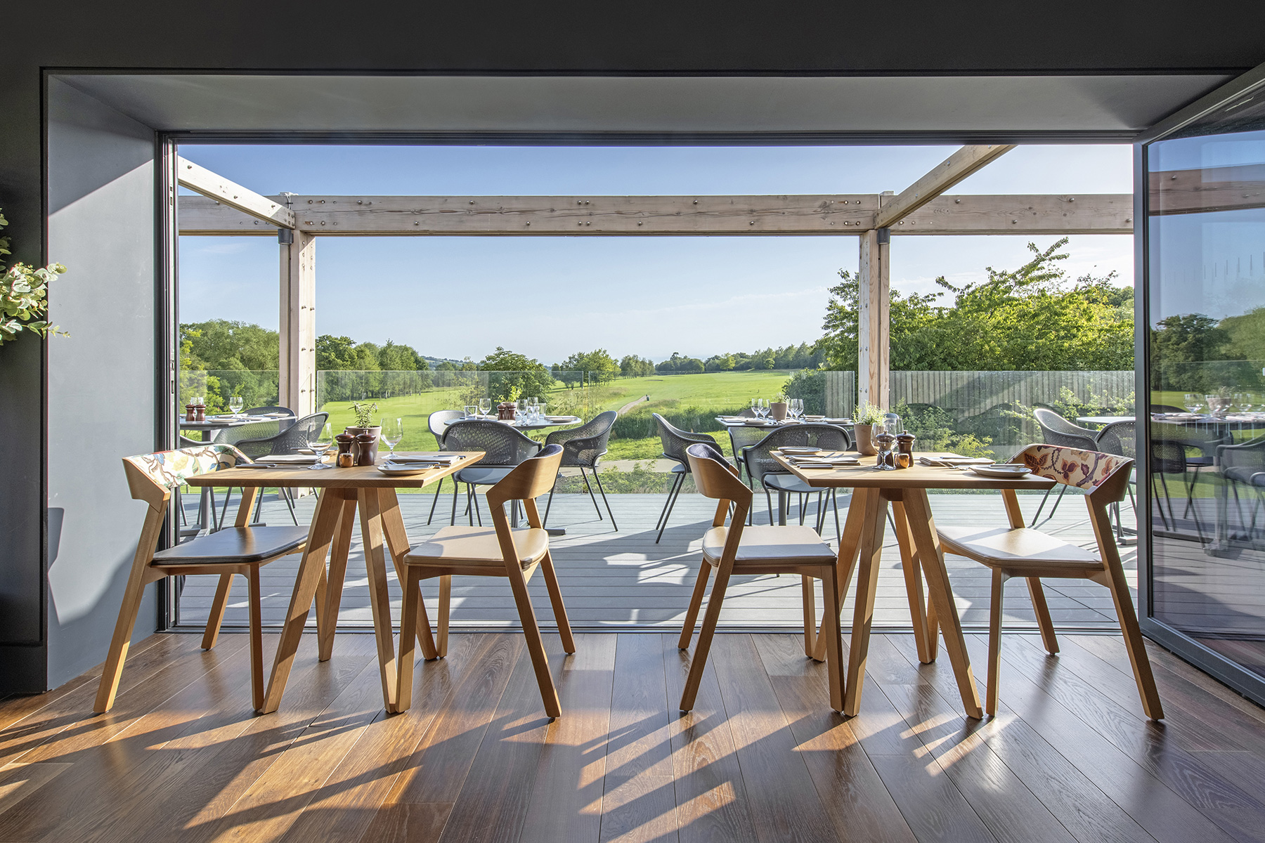 2019.07-dining-table-with-view